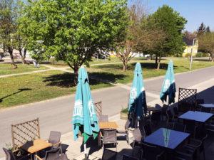 Blick auf den Hauptplatz, Café Crustulum